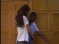 Лайла получает куннилингус от негра на лестнице