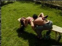 Оральный секс на лавочке во дворике