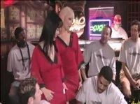 Жесткое групповое порно с двумя девушками в баре