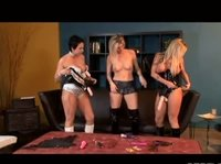 Три подружки и секс-игрушки